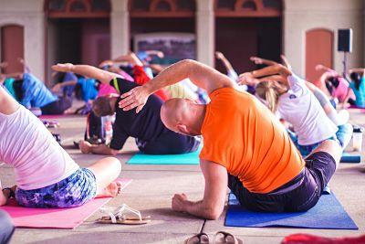 controlar el estrés con yoga