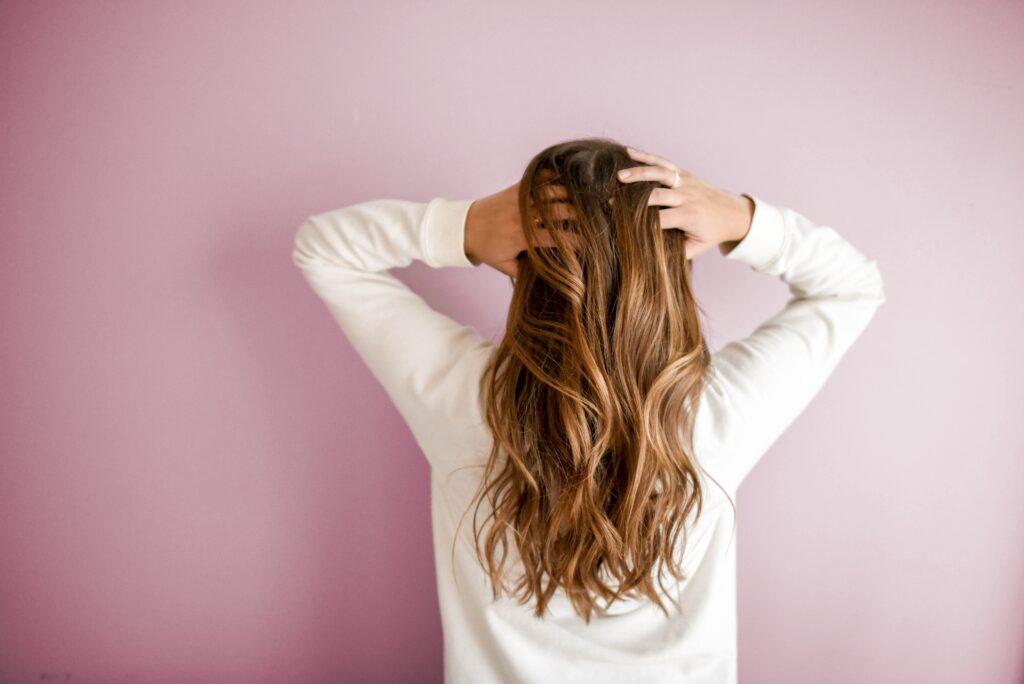 beneficios-del-verde-de-alfalfa-para-el-cabello